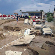 spiaggia distrutta