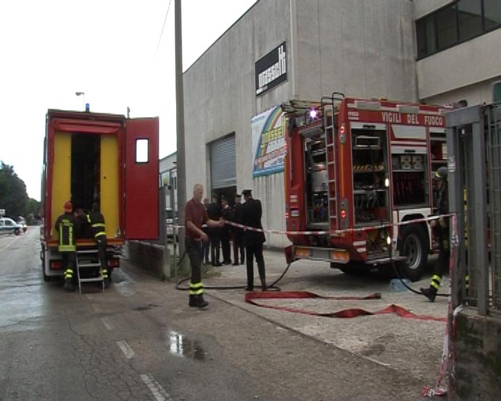 Incendio in una fabbrica di mobili a montecchio muore uno - Fabbrica di mobili in romania ...