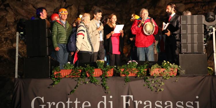 Premiato il gruppo degli scopritori delle Grotte di Frasassi