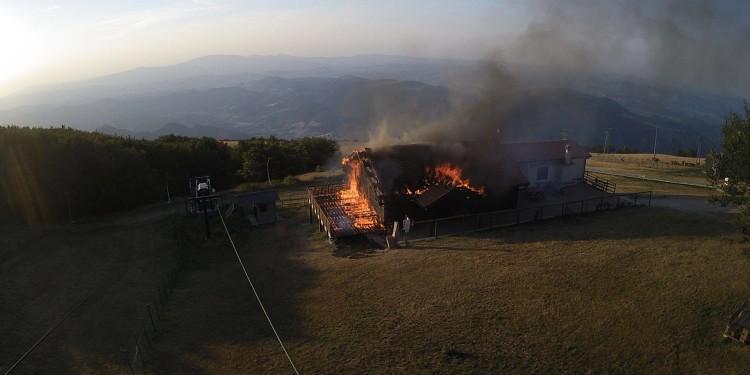incendio rifugio corsini