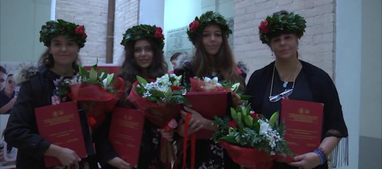 mamma e tre figlie laurea0