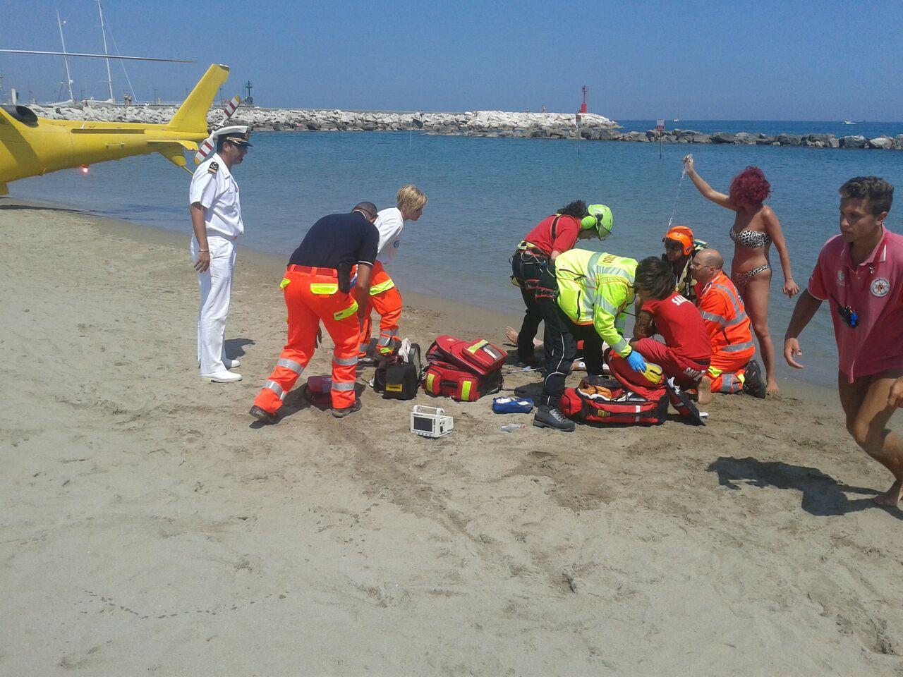 Ustionata da una medusa va in arresto cardiaco e rischia di annegare a San Vito Lo Capo